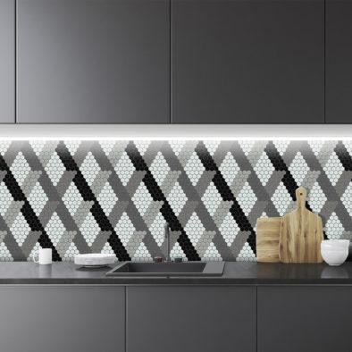 Trufle Mozaiki - kuchnia z geometrycznym wzorem z biało-szarej heksagonalnej mozaiki